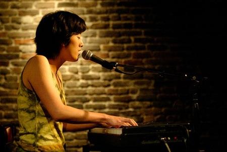 Photo of Vienna Teng playing piano