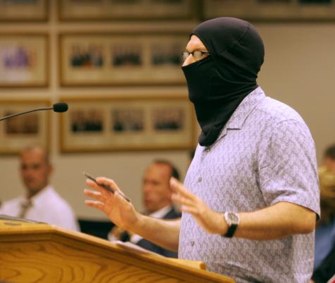David Esrati wearing hood at Dayton City Commission meeting, Aug 15, 2007