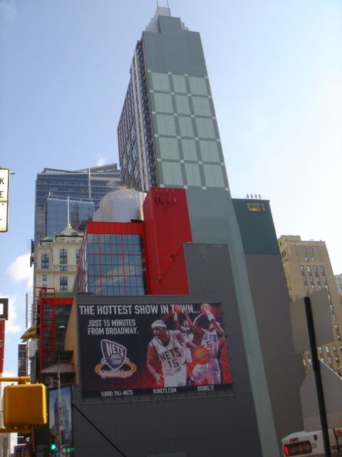 Large billboards in NYC with large un-symmetical buildings
